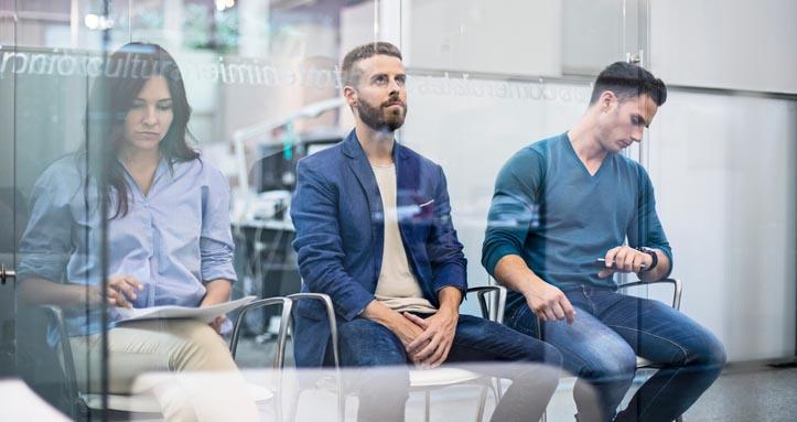 candidates-waiting-job-interview
